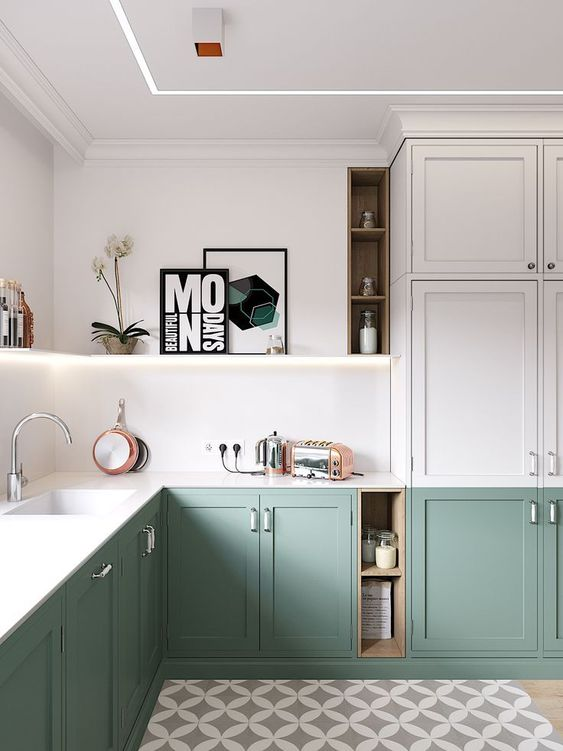 una moderna cucina ad angolo bicolore con luce incorporata e controsoffitti in pietra bianca è uno spazio chic