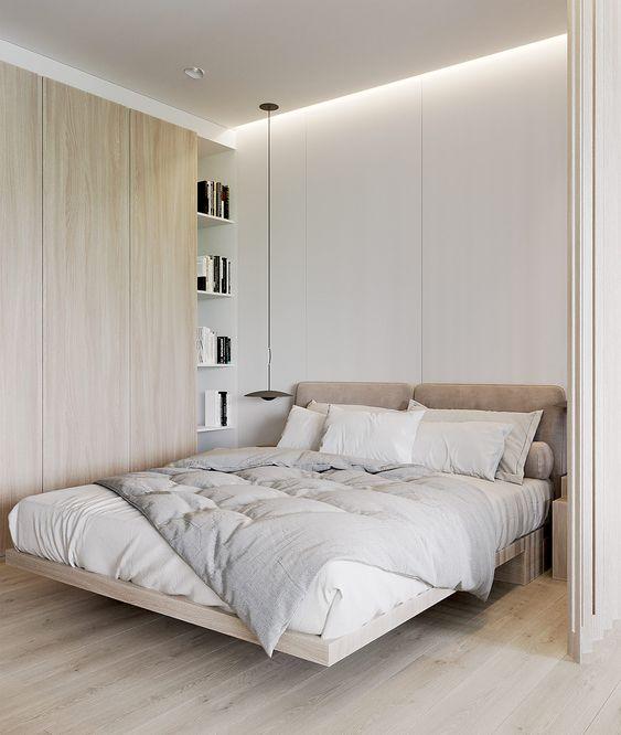una piccola camera da letto resa più grande con uno schema di colori neutri, con luci incorporate e mensole dal pavimento al soffitto