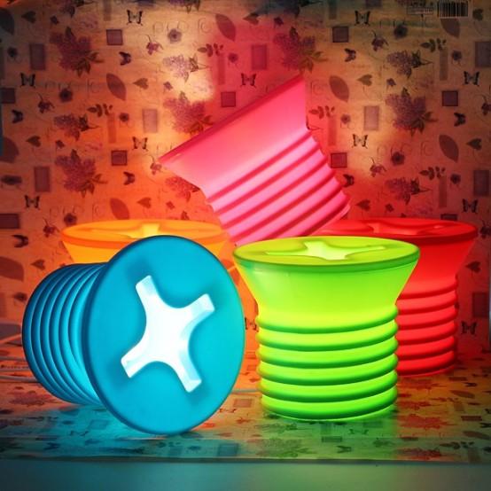 le lampade da tavolo colorate a vite daranno un tocco moderno e allegro a qualsiasi spazio e porteranno un po 'di divertimento in esso