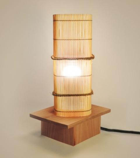 una semplice luce di bambù come questa su un supporto darà un tocco asiatico o giapponese ai tuoi interni
