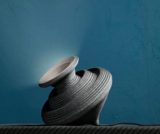 una lampada ad anfora di cartone è un'idea unica che porterà nello spazio un'atmosfera fresca e antica ma allo stesso tempo moderna