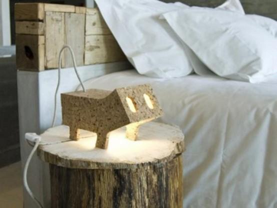 una lampada a forma di animale in compensato che ricorda un maiale è un'idea divertente e allegra per uno spazio moderno