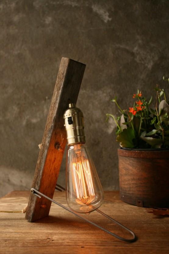 una lampada da tavolo industriale di un pezzo di legno grezzo, metallo e una grande lampadina è una dichiarazione industriale audace per il tuo spazio