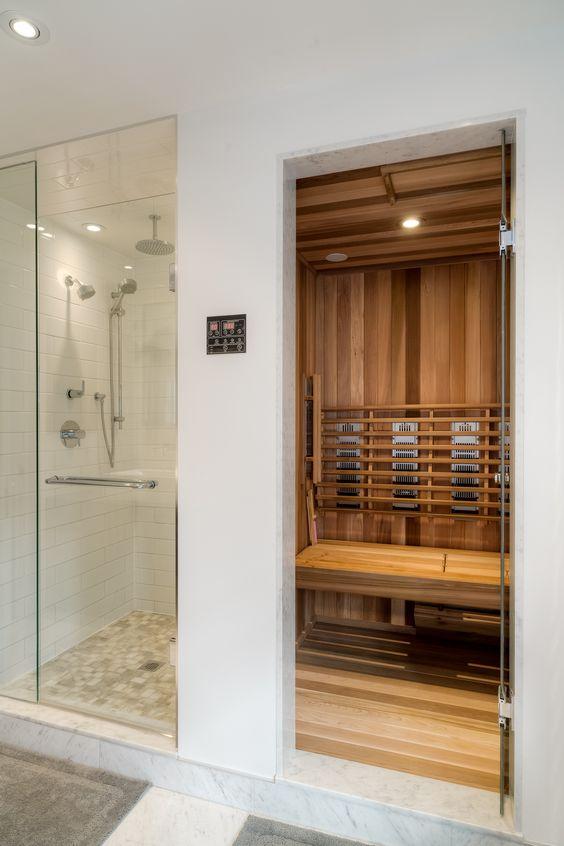 un piccolo bagno turco casalingo in legno, con luci incorporate è fresco e accogliente