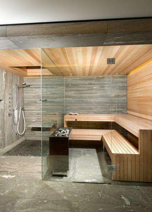 un bagno turco piccolo ma molto chic rivestito in legno - macchiato di luce e esposto alle intemperie e piastrelle più luci incorporate e pareti di vetro