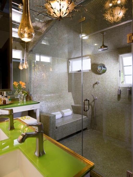 un grande bagno turco rivestito di piastrelle grigie e verdi, con finestre e un vero divano di piastrelle per sedersi