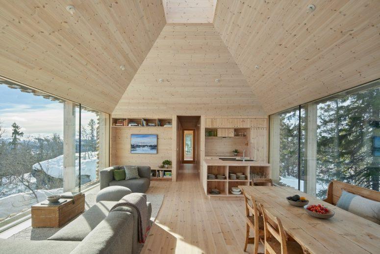 Gli interni sono rivestiti in legno, anche i mobili sono in legno per renderli naturali e accoglienti