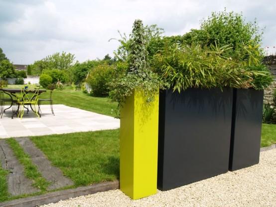 piante alte quadrate nere e gialle al neon come queste mostreranno sicuramente le tue piante al meglio e possono separare gli spazi
