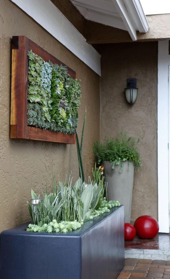 una lunga fioriera in porcellana nera con vegetazione e piante grasse è un'idea interessante per uno spazio esterno moderno
