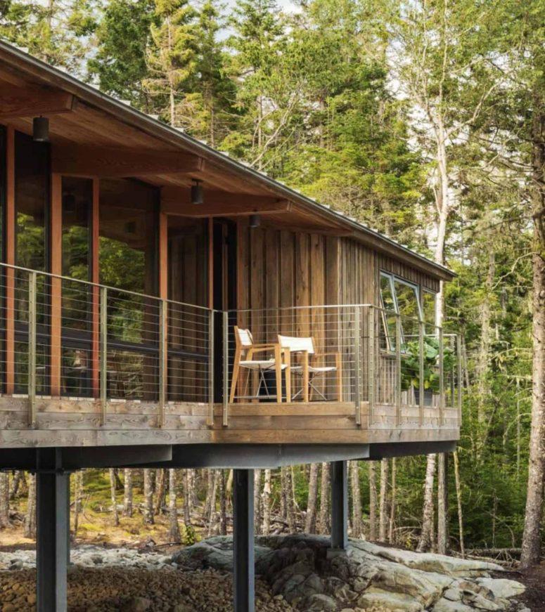 Alzando la cabina su palafitte, gli architetti hanno permesso di preservare l'area sottostante