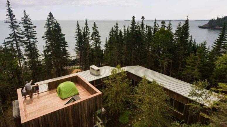 C'è una terrazza in cima alla casa che consente una splendida vista sull'oceano