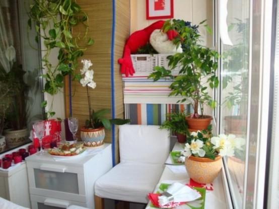 fioriture e vegetazione in vasi, candelabri colorati e alcuni tocchi luminosi per l'arredamento primaverile ed estivo