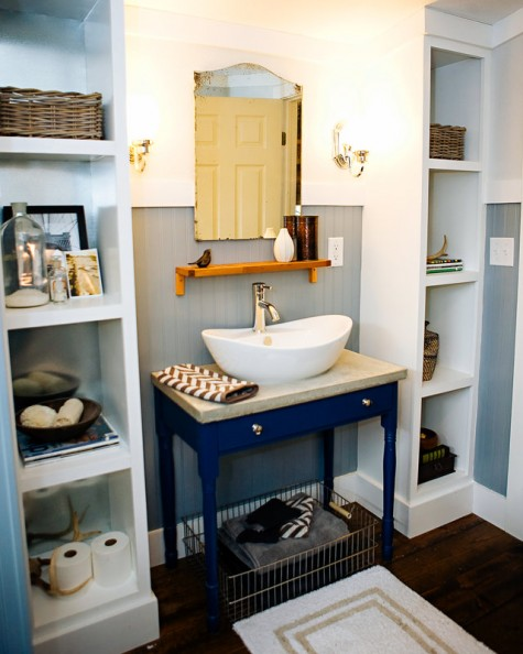 due scaffali Ikea Kallax sono usati in quanto efficaci e comodi contenitori aperti sono sorprendenti per ogni bagno