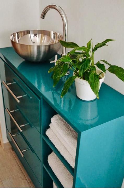 prendi una vanità da bagno audace più un lavandino di una cassettiera Ikea Rast a 3 cassetti, una ciotola da portata vuota Blanda, un rubinetto Dalksar