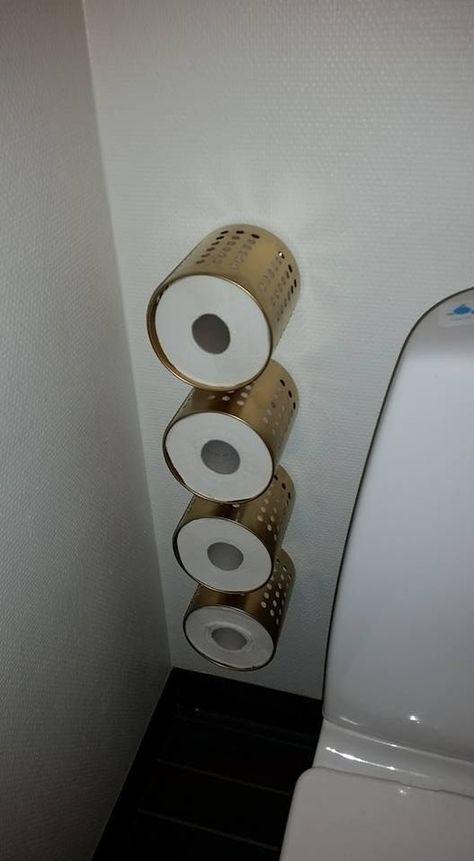 Ordning di IKEA usato come porta carta igienica attaccato al muro per risparmiare spazio