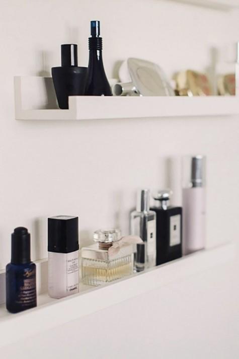 Mensole per quadri Mosslanda utilizzate per riporre piccole cose nel tuo bagno - ideali per il trucco
