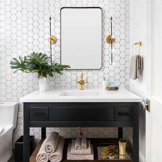 piastrelle esagonali bianche con malta nera renderanno il tuo spazio bianco e nero non noioso