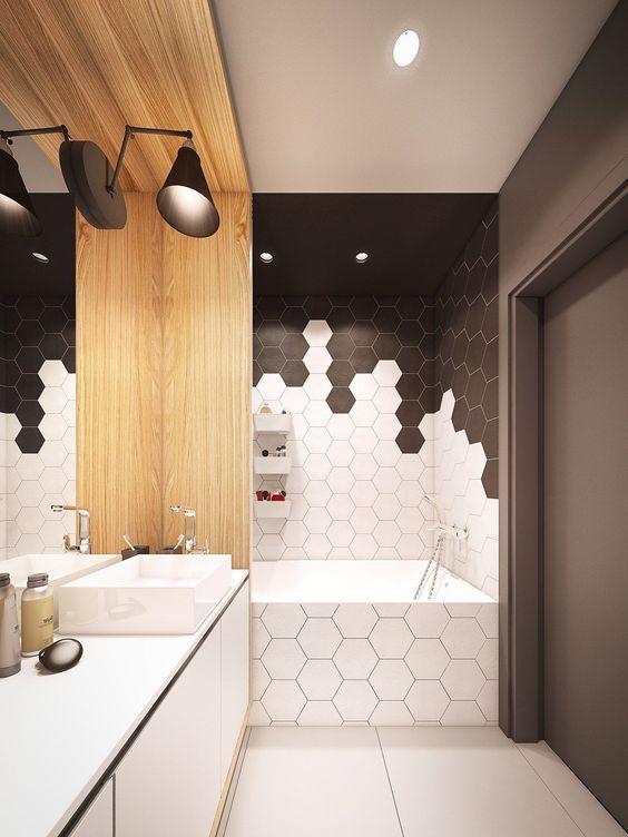 piastrelle esagonali in bianco e nero chic con malta contrapposta compongono un bagno geometrico chic