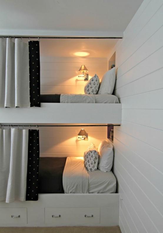letti a castello in muratura contemporanei con cassetti contenitore, tende e lampade da parete per rendere gli spazi più accoglienti