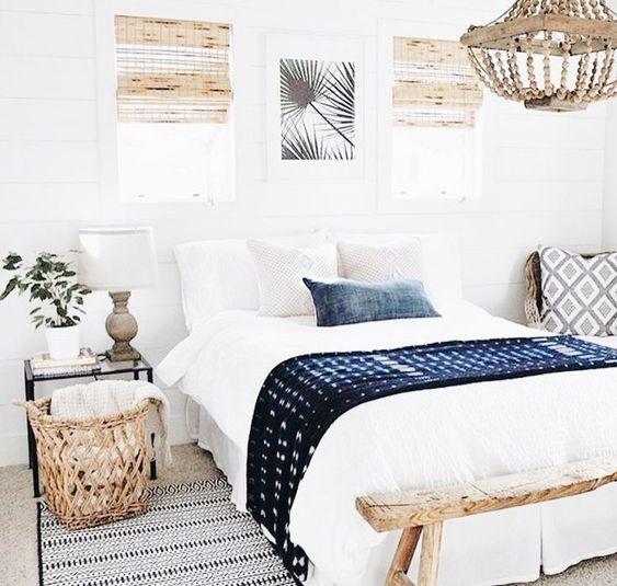 puoi anche aggiungere colori e motivi con coperte e cuscini, con loro una texture brillante