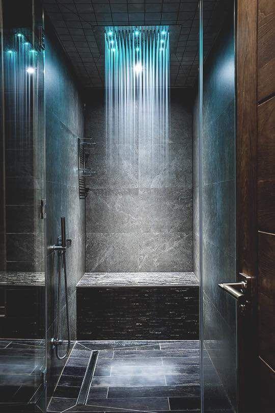 le tonalità rilassanti dei LED renderanno la tua doccia molto confortevole e molto invitante
