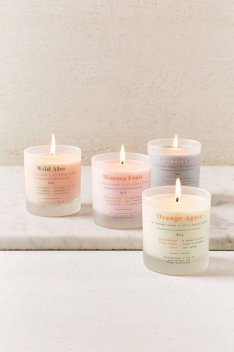 scegli un design minimalista per le candele e completa l'aspetto della tua camera da letto e del tuo bagno