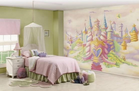 una stanza ispirata al castello della principessa con un muro luminoso del castello, un letto con lenzuola color pastello e un baldacchino, mobili verdi