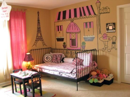 una graziosa cameretta a tema parigino sarà amata dalla maggior parte delle ragazze, mi piacciono moltissimo i quadri e un letto forgiato nero che porta l'eleganza francese