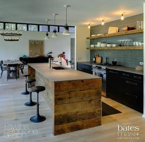 un'isola da cucina in legno grezzo con un piano in cemento e un lavello integrato è un'idea contemporanea e rustica