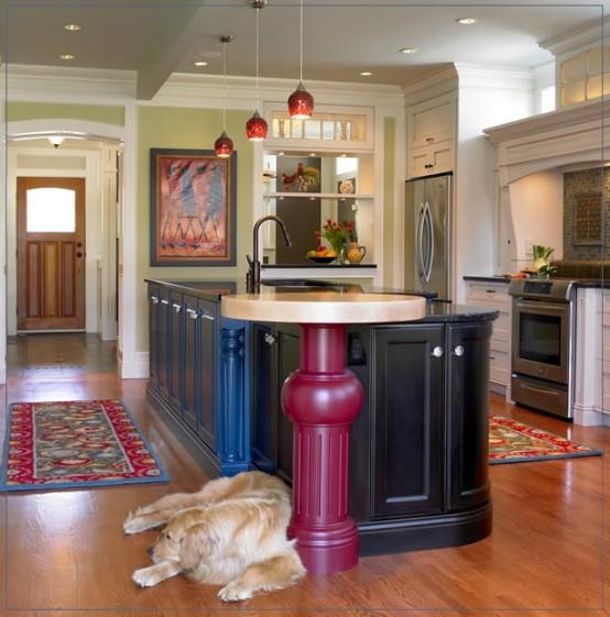 una grande isola da cucina in nero e blu, con un tavolo rotondo con piano in pietra e una gamba rosa sembra davvero insolito