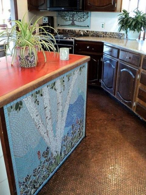 un'isola da cucina in mosaico colorato con un piano di lavoro luminoso e una bellissima base fantasia sembra molto artistica