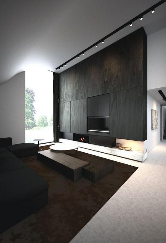 un soggiorno minimalista con una parete rivestita in legno e un caminetto, un divano nero e mobili tinti di scuro