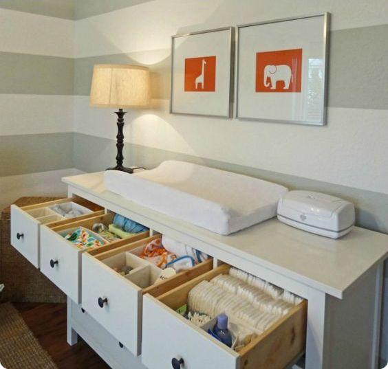 un fasciatoio comò con cassetti è una bella idea per lo stoccaggio e l'organizzazione in qualsiasi cameretta