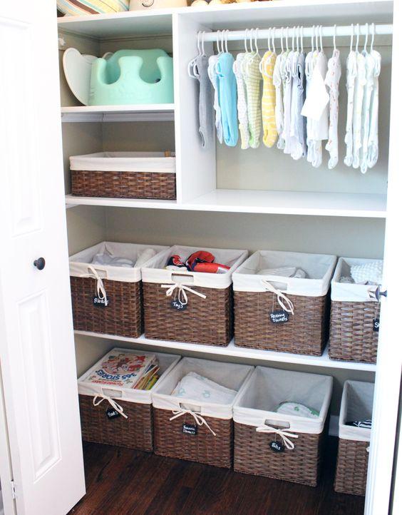 le scatole da basket sono ottime per organizzare qualsiasi cosa, dai giocattoli ai vestiti e alle scarpe
