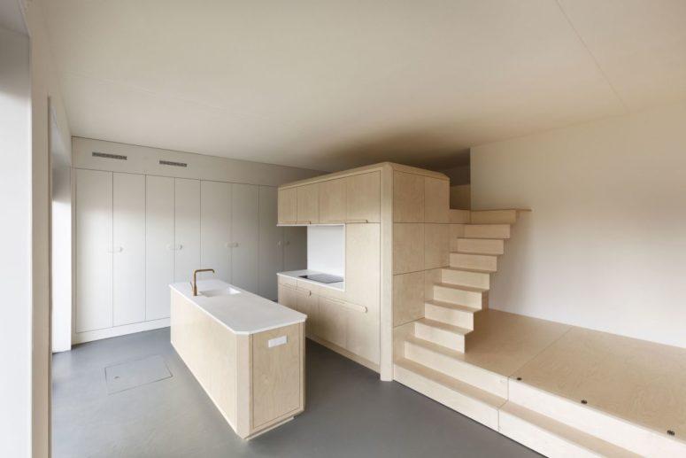 Il letto sotto la piattaforma può essere estratto, creando una camera da letto aggiuntiva per gli ospiti