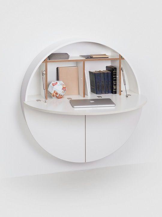 un elegante mobile contenitore minimalista a parete può essere trasformato in una comoda ma piccola scrivania