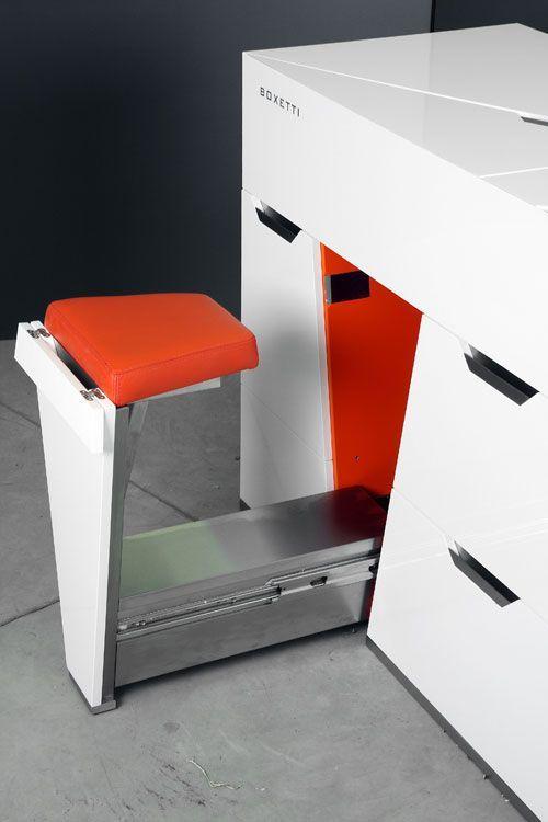 un'isola cucina ultramoderna con un sedile integrato con rivestimento è un'idea fantastica per una piccola cucina