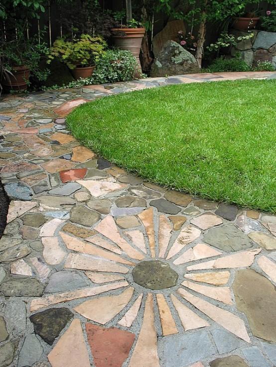 un vialetto creativo in pietra e cemento da giardino sembra accattivante e si adatta a un giardino informale e semplice