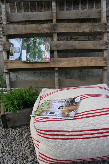 un tappeto IKEA Signe può essere facilmente trasformato in un semplice e casual pouf o cuscino da pavimento, avrai bisogno solo di alcune abilità di cucito