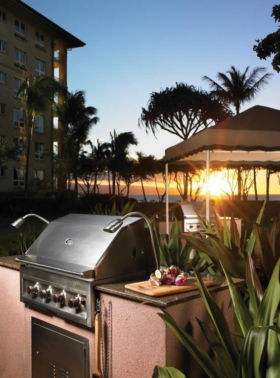 una semplice zona barbecue all'aperto con una base in pietra rosa e una griglia è facile da costruire per gustare cibi appena grigliati