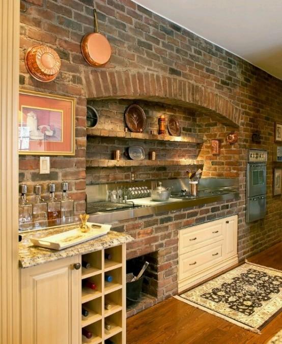 un originale muro di mattoni a vista dà il tono alla cucina rendendola industriale, vintage e rustica allo stesso tempo
