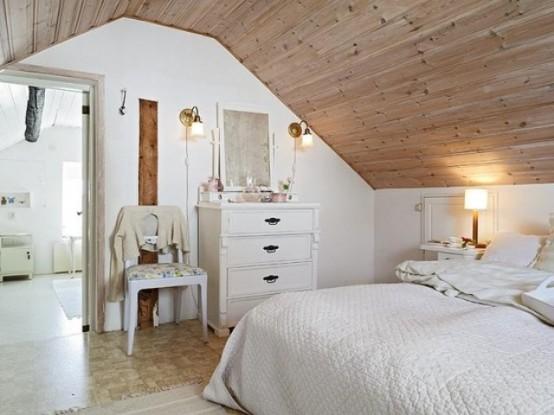 uno spazio nordico chic fatto in tonalità crema, con legno tinto neutro, mobili e lampade vintage e tappezzeria floreale