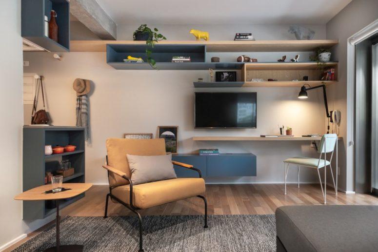 Ogni elemento di arredo è multifunzionale o fornisce spazio e conferisce un aspetto personale alla stanza