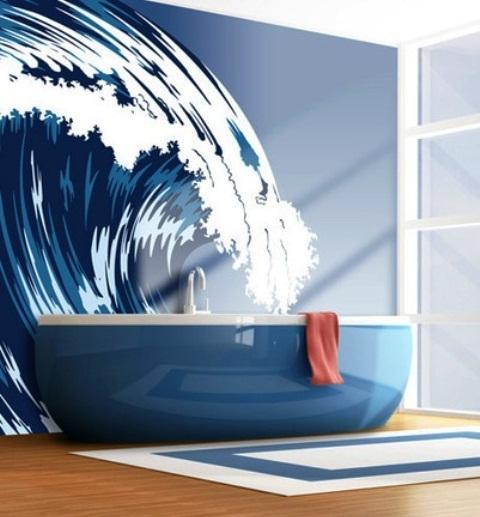 un bagno nautico con una vasca da bagno blu scuro e una splendida parete a onde mutral per uno spazio chic