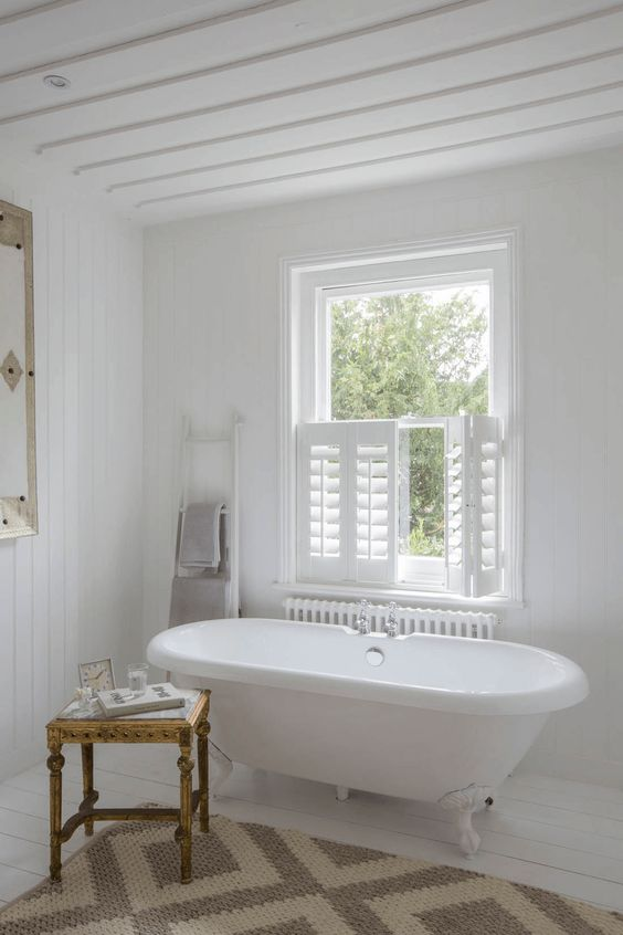 Le persiane per interni a mezza finestra sono un'ottima soluzione se desideri più luce e non hai vicini troppo vicini