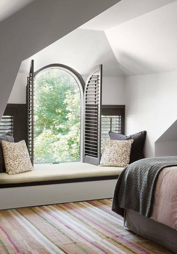 queste persiane grigie aggiungono colore alla stanza rendendola più accattivante e audace, hanno un aspetto chic e moderno