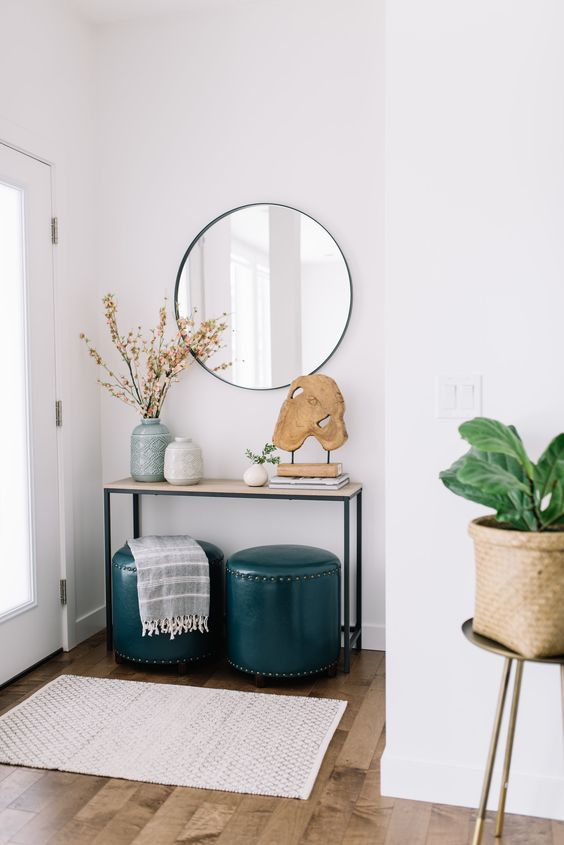 opere d'arte e composizioni di rami o fiori creeranno un ingresso elegante e accogliente