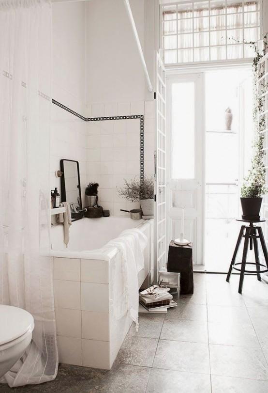 un tranquillo bagno scandinavo vintage in bianco e grigio, con sgabelli vintage e piante in vaso