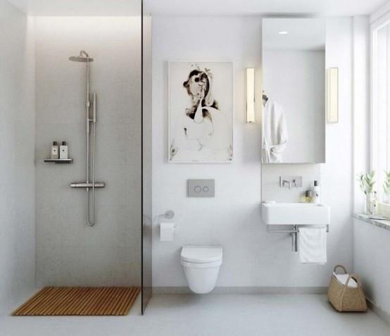 un fresco bagno scandinavo bianco con un'opera d'arte, uno specchio e uno spazio doccia con un tappetino in legno