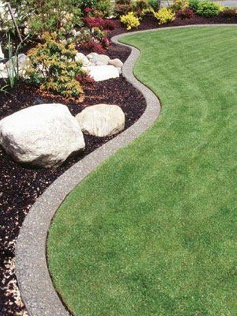 un prato minimalista, un bordo per giardino in cemento curvo che si abbina perfettamente al paesaggio